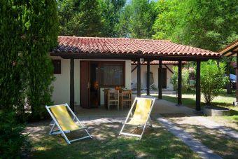 bungalows auf campingpl tzen und ferienparks in italien. Black Bedroom Furniture Sets. Home Design Ideas