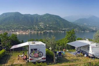 gardasee camping weekend moderne mobilheime mit seeblick. Black Bedroom Furniture Sets. Home Design Ideas